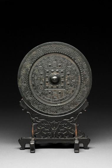 Pyöreä, kohoreunainen peili / Rund spegel med upphöjd ytterkant / Circular mirror with raised rim