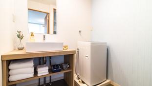 Dressing area and washing machine
