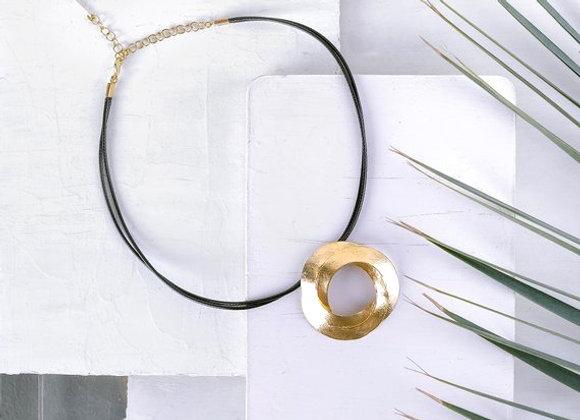 leather like circle necklace