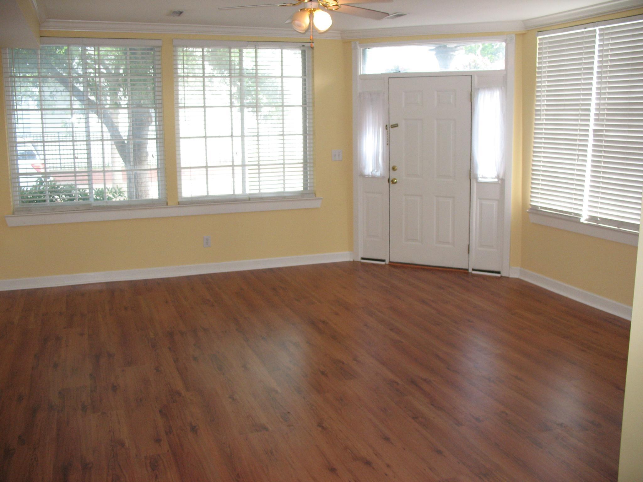 48 A mary Street living room
