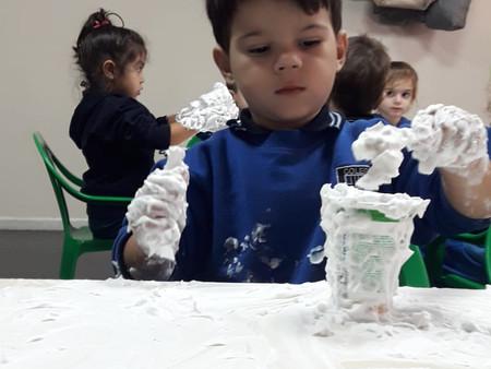 Los Monos con las manos en la espuma
