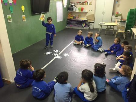 Sala de 3 - Jirafas - Aprendiendo los colores en inglés