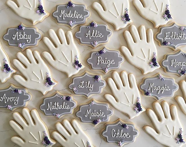 White gloves for the graduates of dancing school 😌 #trophybaking #customcookies #icedcookies #portl