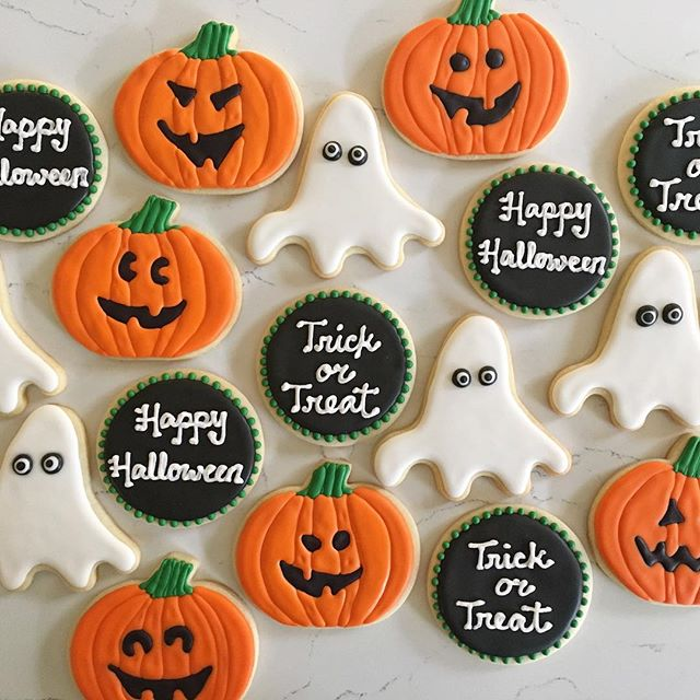 Boo! 👻 #trophybaking #customcookies #icedcookies #halloweencookies #portland