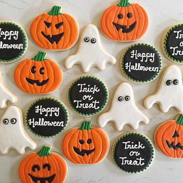 Boo! 👻 #trophybaking #customcookies #icedcookies #halloweencookies #portland