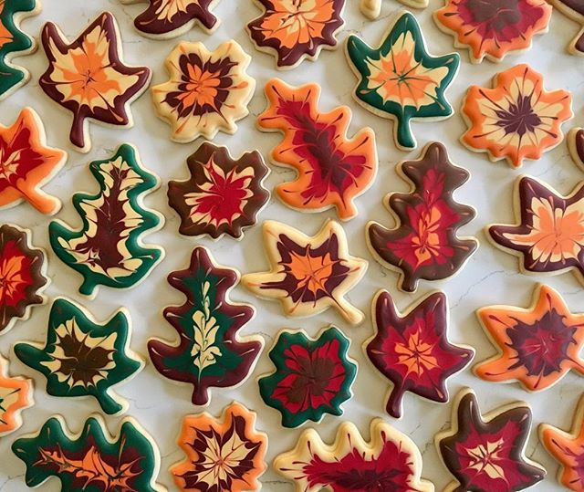 Happy Thanksgiving 🍁🍂🍁 #trophybaking #customcookies #icedcookies #leafcookies #portland