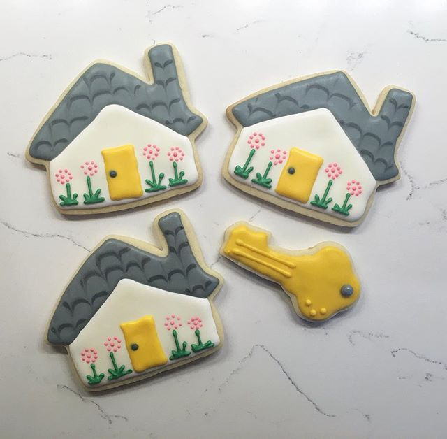 House Cookies #trophybaking #housecookies #realtorgifts #icedcookies
