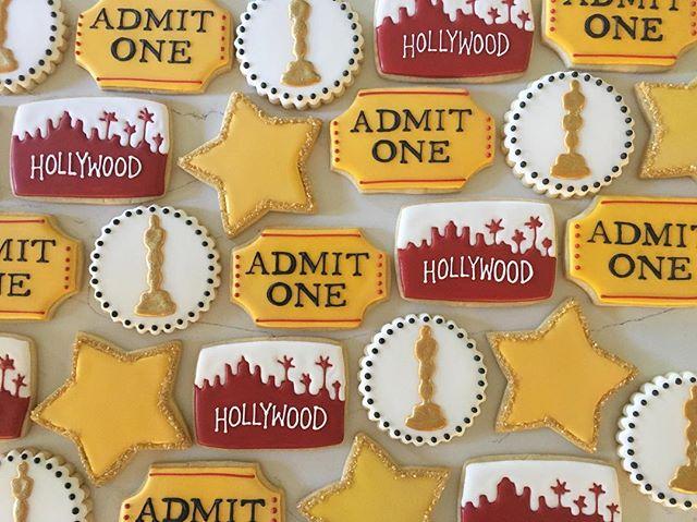 OLCC Father-Daughter Dance 😊_#trophybaking #customcookies #icedcookies #pdxcookies #portland _crist