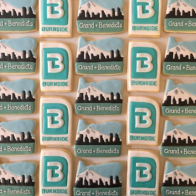 Had such a fun time making these Portland city scapes for Grand & Benedicts! _#trophybaking #customc