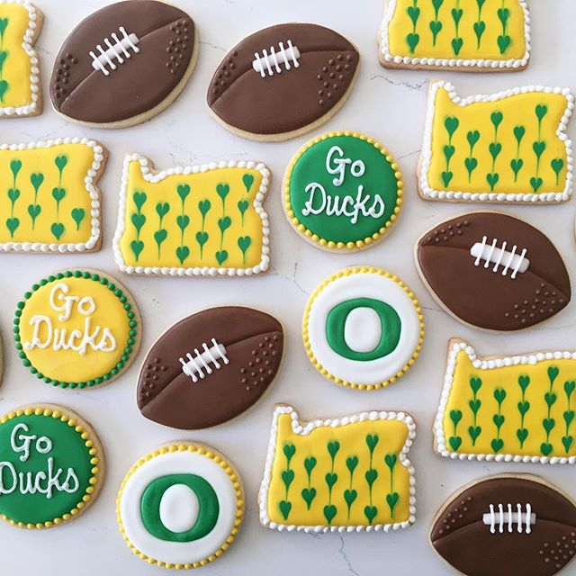 So excited for football season!! 🏈🏈🏈 #trophybaking #goducks #uofo #oregon #icedcookies #customcoo