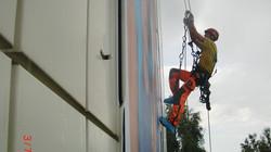 DiBaB Höhenarbeiter an Fassade