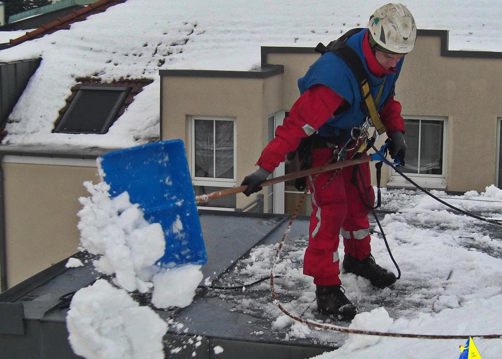 Dacharbeit im Winter 023 F75.png
