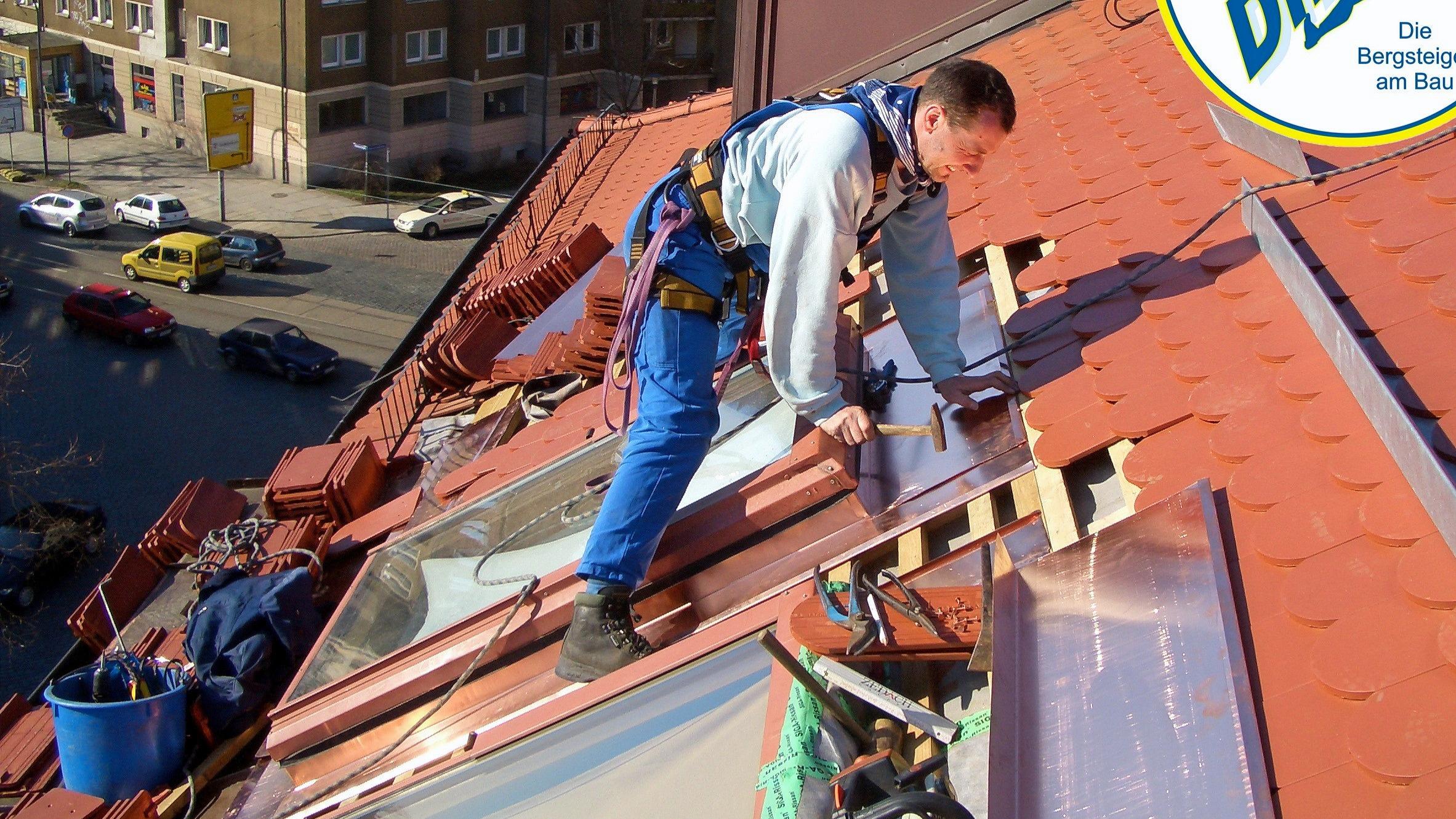 #Dachsteiger Dresden #Dacharbeit ohne Gerüst Dresden #Dachreparatur #Dach reparieren #Dachrinnenrein