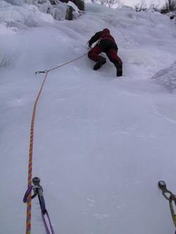 André Hüller klettert in der Schweiz