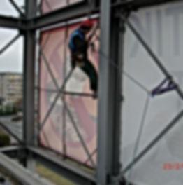 Werbeplanen-Montage durch DiBaB GmbH die Bergsteiger am Bau