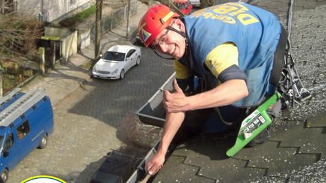 Dachsteiger, Bergsteiger, Industriekletterer, Dresden, Dachreparatur, Dachdecker, Dachschaden, Dacharbeit, Dachrinnenreinigung, Dachkletterer, Freital, Radebeul