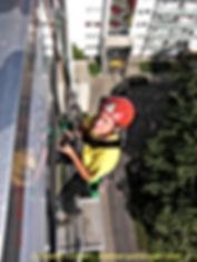 Glasfassaden-Reinigung Fassadenarbeiten der DiBaB GmbH die Bergsteiger am Bau