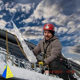 Dacharbeit im Winter 031 F11 2012121332