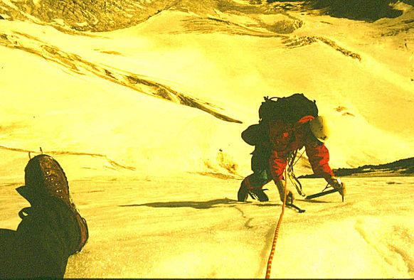 André Hüller beim Eisklettern im Ötztal
