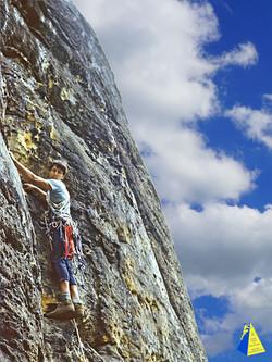 André Hüller klettert im Elbsandsteingebirge