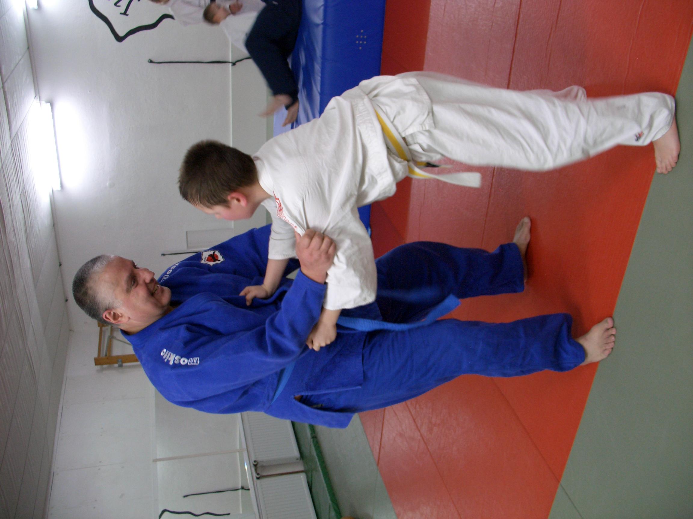 André Hüller trainiert Judo mit Sohn Andy Hüller