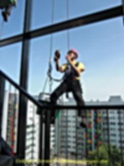 Fassadenarbeiten der DiBaB GmbH die Bergsteiger am Bau