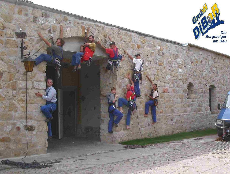 #Dacharbeit ohne Gerüst Dresden #Dachreparatur #Dach reparieren #Dachsteiger Dresden #Dachrinnenreinigung #Dachdecker #Dachkletterer #Bergsteiger #Industriekletterer #Höhenarbeiter #Dresden #Freital #Radebeul
