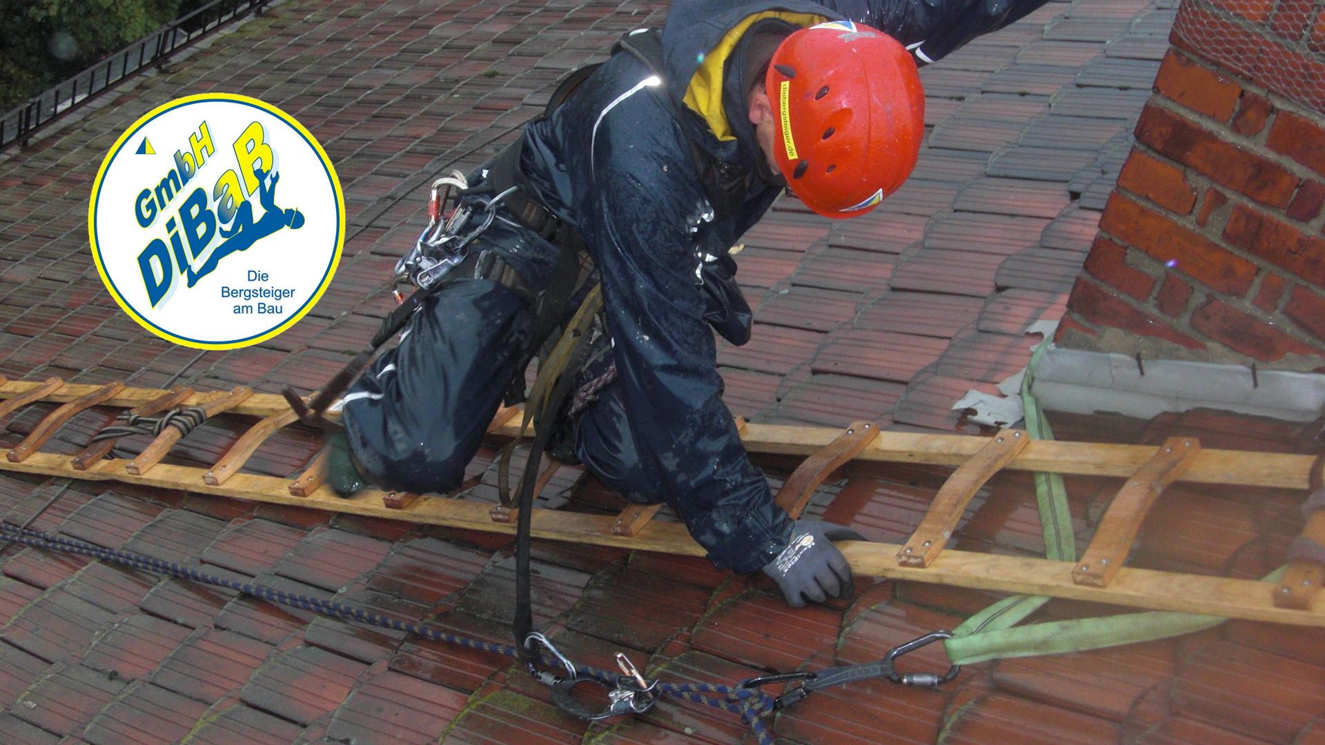 Dachschaden, Dachdecker, Dachsteiger, Bergsteiger, Industriekletterer, Dresden, Dachreparatur, Dacharbeit, Dachrinnenreinigung, Dachkletterer, Freital, Radebeul