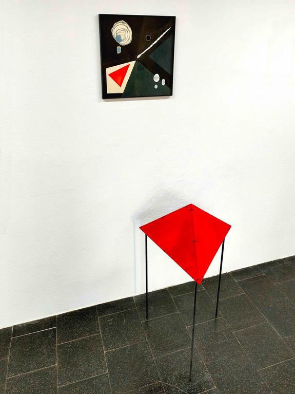 Komposition mit rotem Dreieck - 40x40 plus 60x60x60x110 - ink on wood, steel 2.JPG