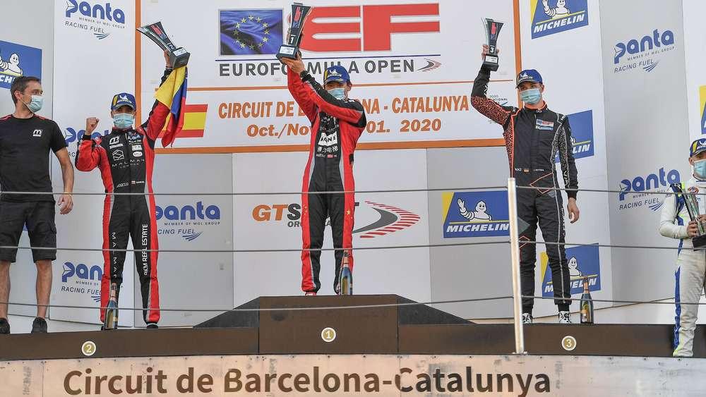 Getrübte Freude: Trotz zweier dritter Plätze war Andreas Estner (2. v.r.) nicht zufrieden mit den Ergebnissen in Barcelona.© Van Amersfoort