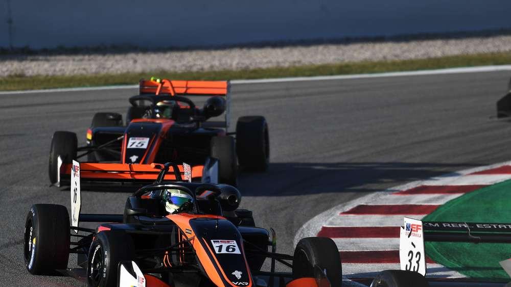 Auf der Strecke fuhren Andreas (Nummer 16) und Sebastian Estner (Nummer 15) vorne mit und landeten auch immer wieder auf dem Podest.© Van Amersfoort Racing