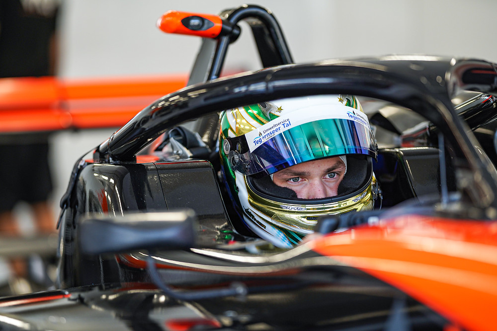 Andreas Estner im Cockpit.© Van Amersfoort