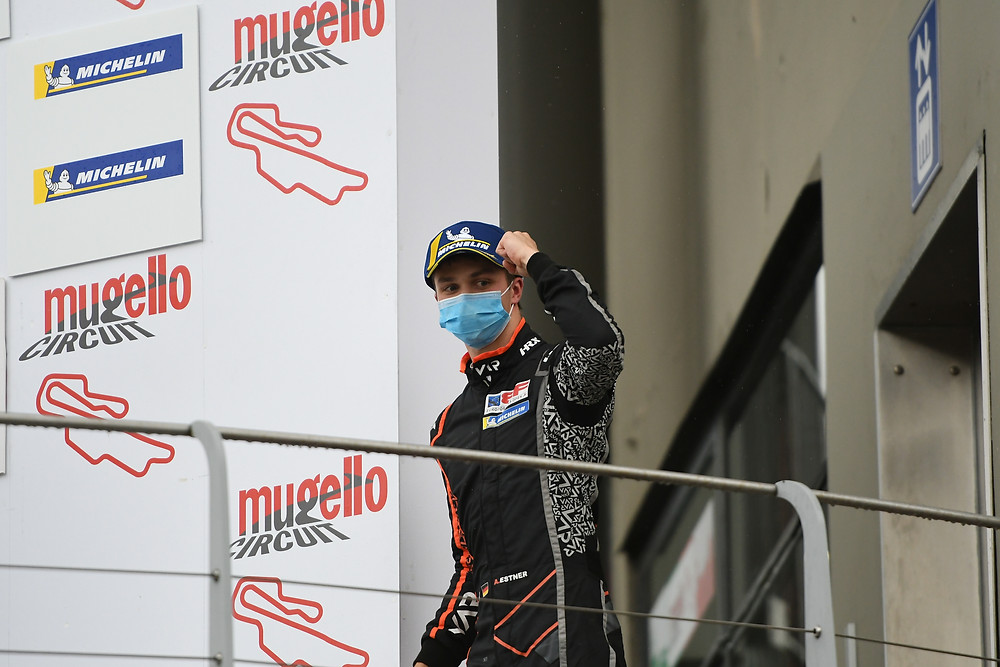 Jubelgeste: Andreas Estner auf dem Podium.© Van Amersfoort Racing