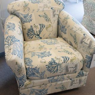 Deal Navy Swivel Chair