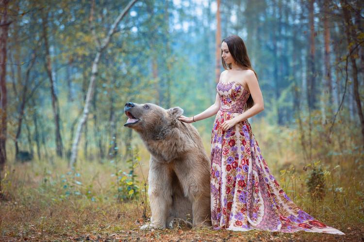 Фотосьемка с медведем в русском стиле