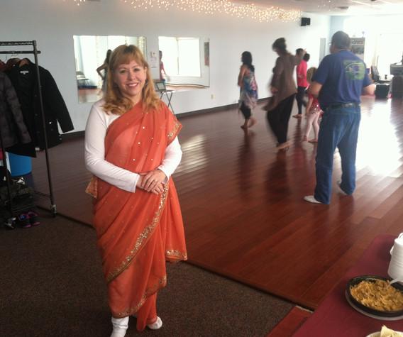 Julie in a Sari pic 2