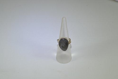 Δακτυλίδι με λαμπραδορίτη