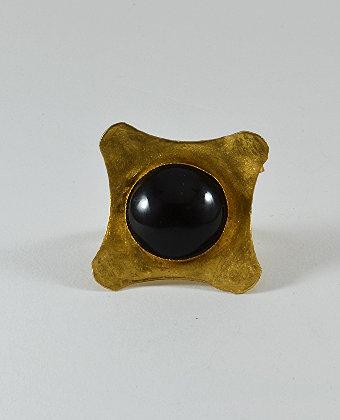 Μαύρο σε χρυσό φόντο