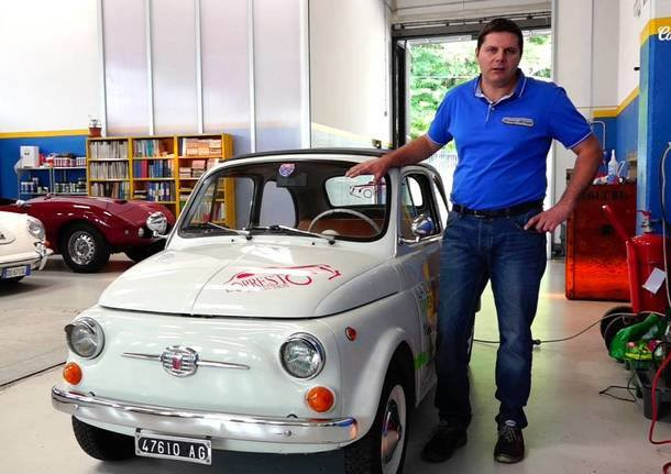 Denis Naletto ed una Fiat 500 classica convertita a elettrica