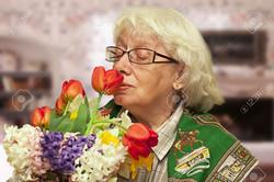 old-woman-bouquet PHOTOSHOP 5
