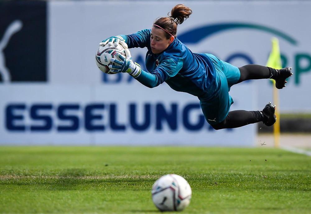 Tereza SZEWIECZKOVÁ, hráčka pražské Slavie, je stabilním článkem české ženské fotbalové reprezentace.