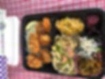 豚生姜焼き    焼きサバ 豚の竜田焼き   焼きサンマ開き 牛肉味付け焼   焼きシャケ トンカツ     赤魚鯛粕漬焼き 鳥の唐揚げ    肉野菜炒め カキフライ  豚キャベツ味噌炒め ハンバーグ    カツカレー   全てのメニューにライスが別に付き 中580円 大630円  小530円 ライス無し500円