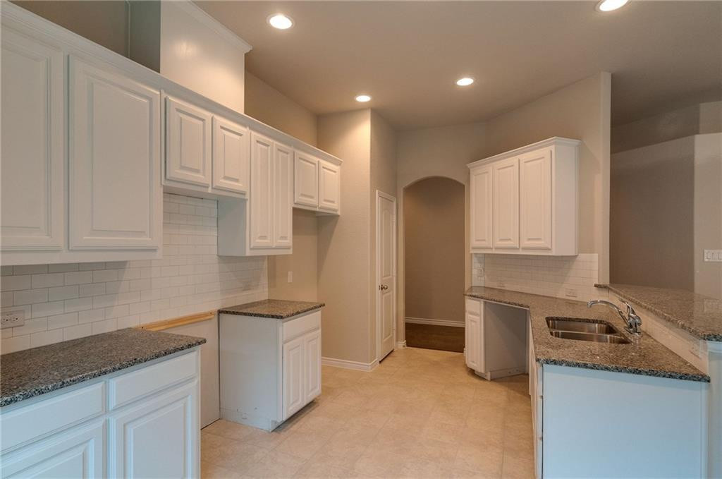 125 Wilson Cliff kitchen