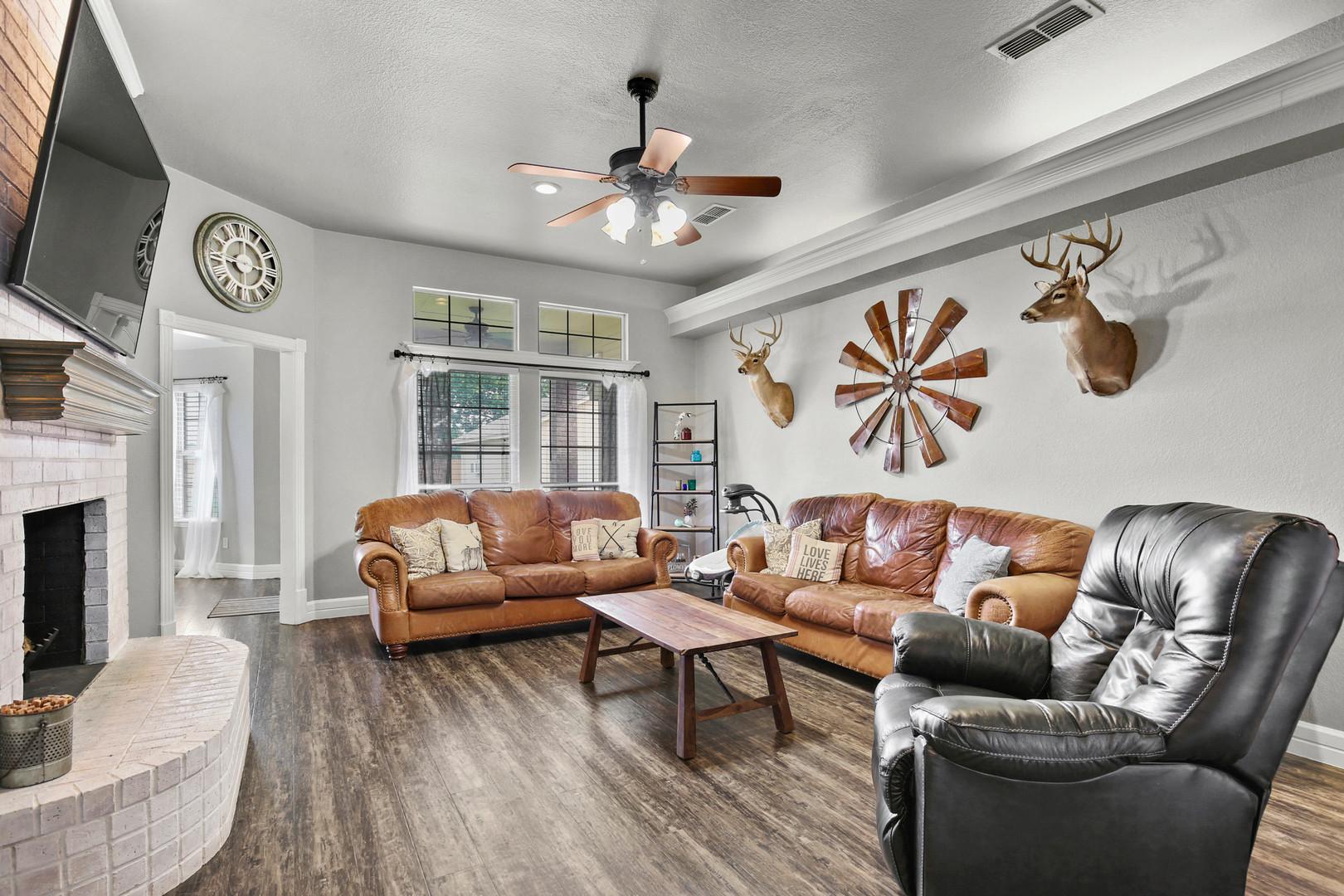 Living Room 1.jpg