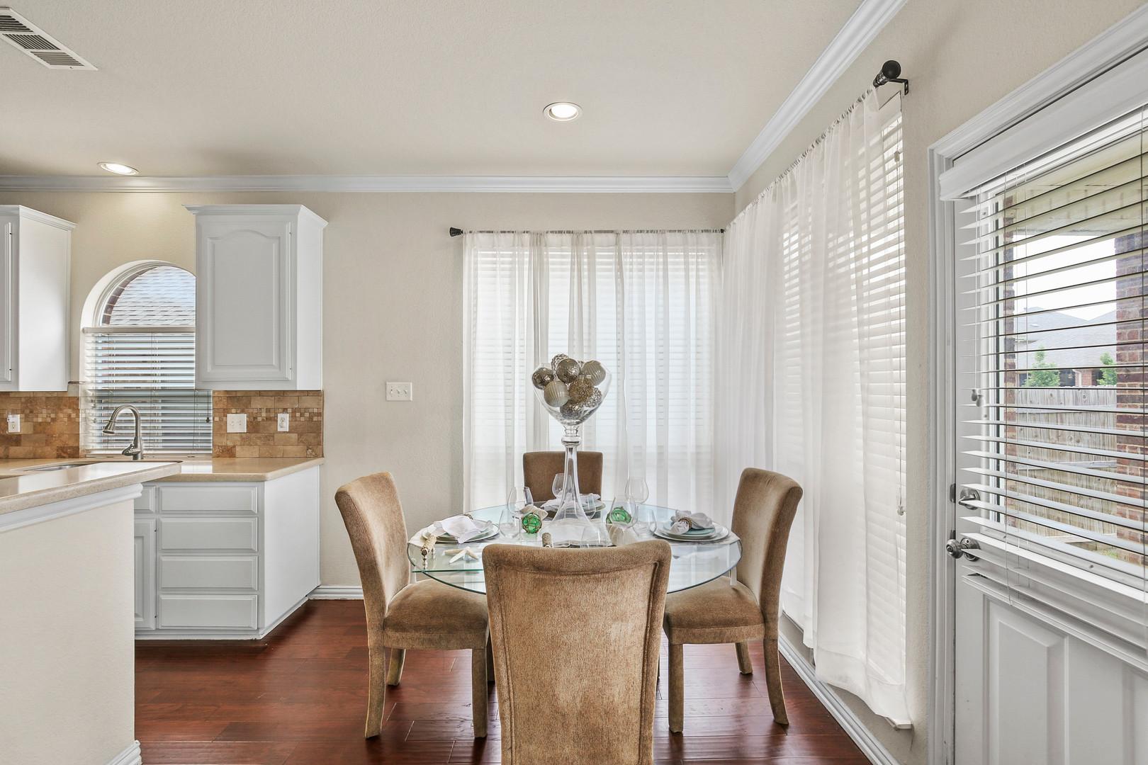 Kitchen Nook 1.jpg
