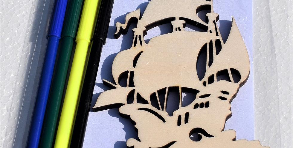 Houten piratenboot gelaserd + envelop + 4 random stiften