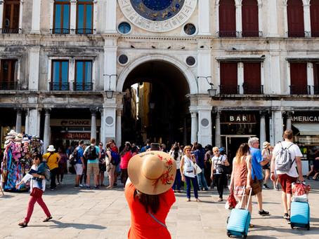 Tourist in Red, Venice