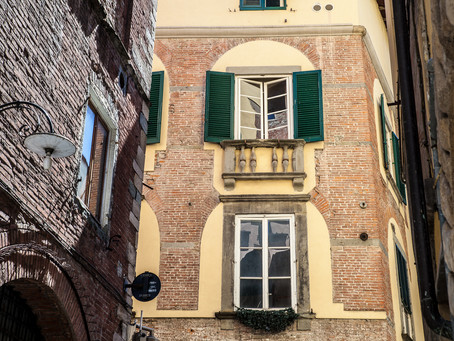 Shutters, Lucca