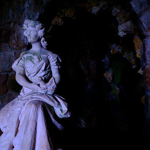 Statue in the Caves, Portugal, Sinstra