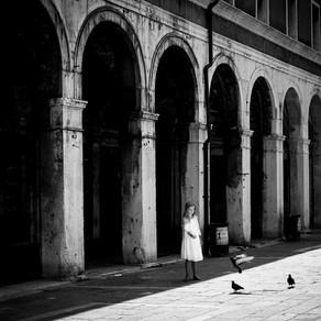 Feeding the Pigeons, Venice